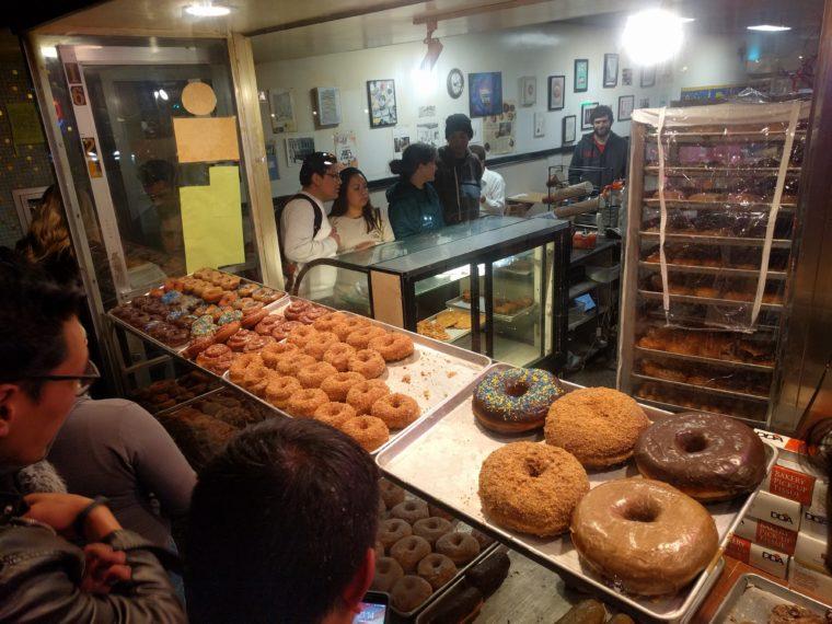 sf-bobs-donut-vitrine-c-w-bound