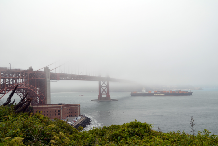 sf-ggb-fog-boat-c-w-bound