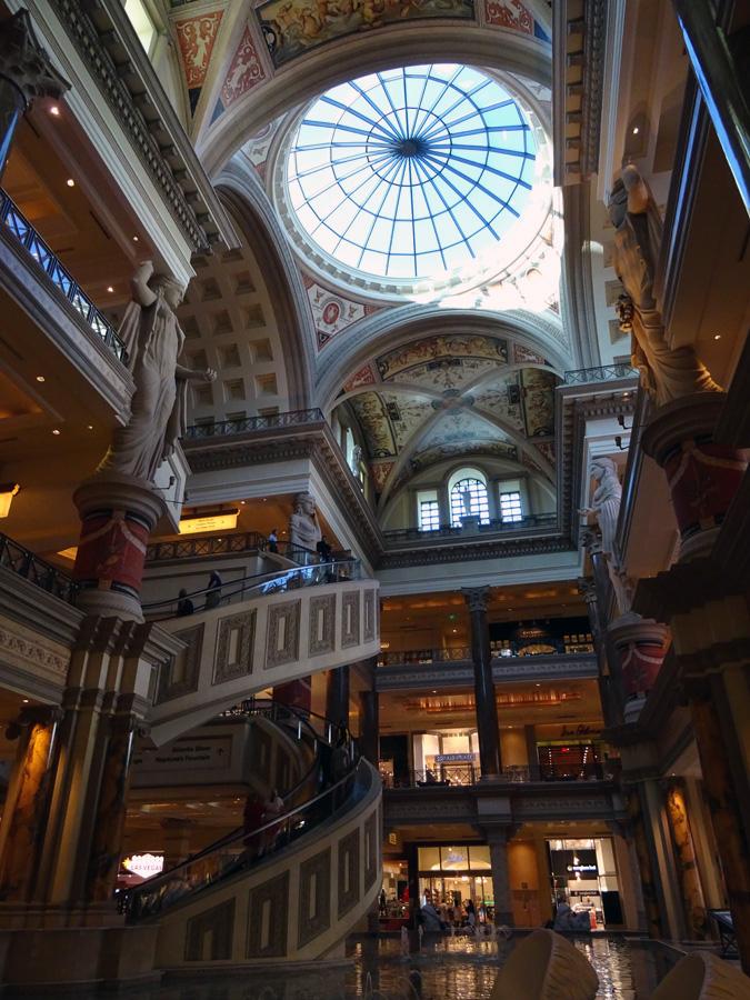 lv-ceasars-palace-mall-c-eloiseetna