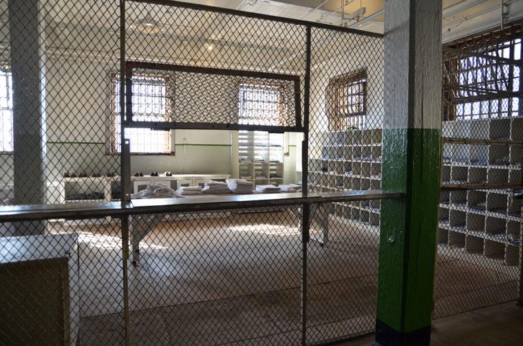 Alz-prison-showers-laundry-c-w-bound