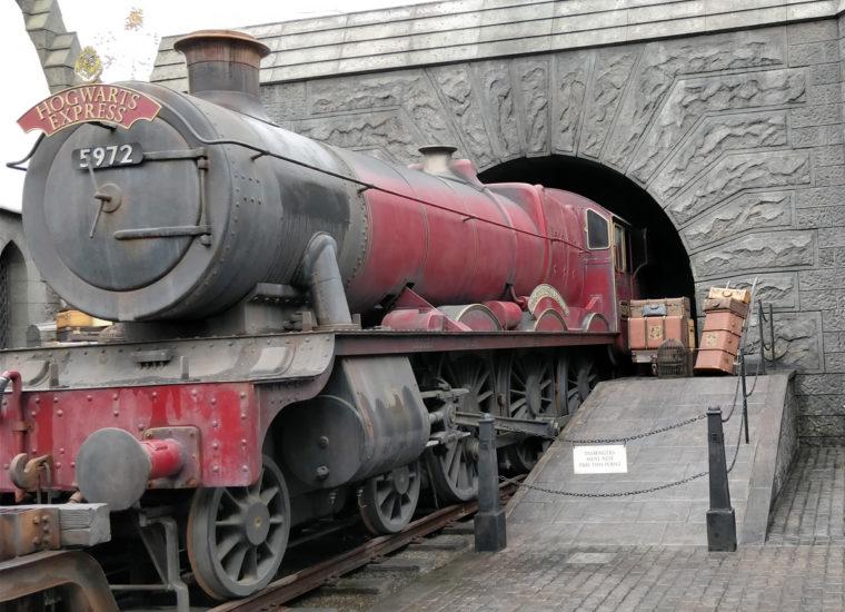 LA-UniStu-HP-hogwarts-express-c-w-bound
