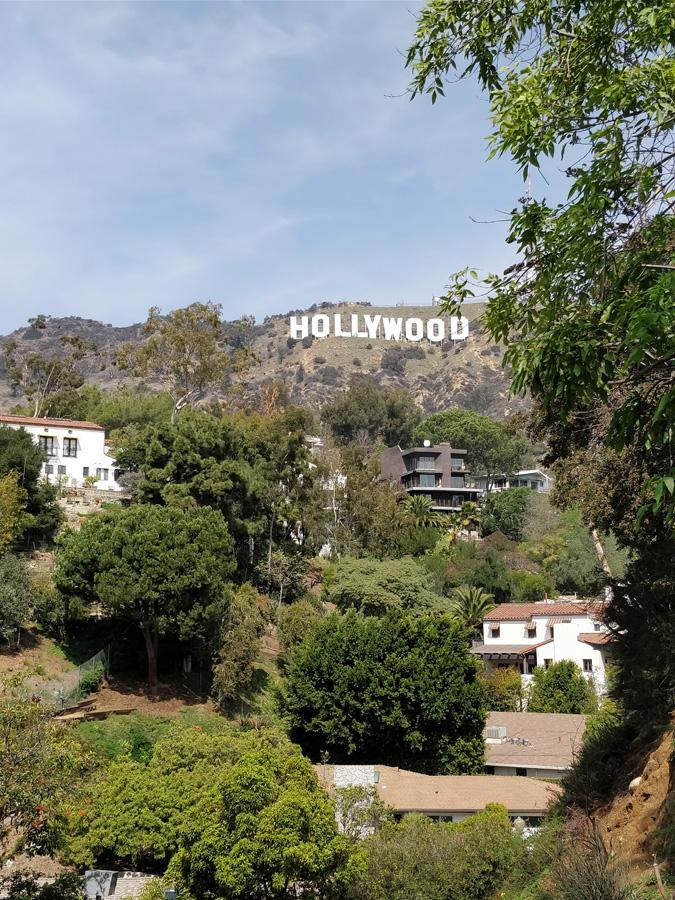 LA-HLW-hike-houses-c-w-bound
