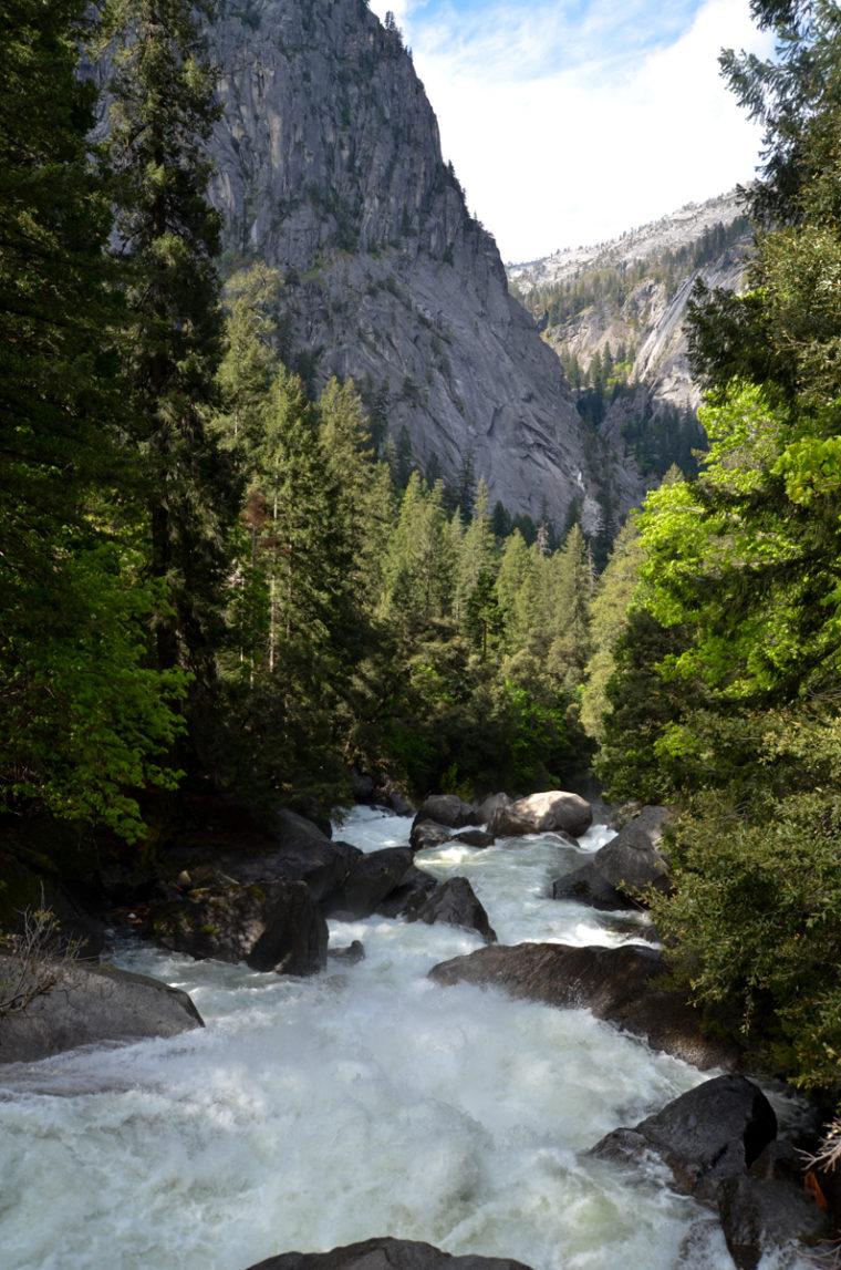 Yosemite-vernall-falls-water-c-w-bound
