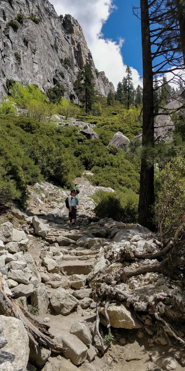 Yosemite-upper-falls-groupe-montee-c-w-bound
